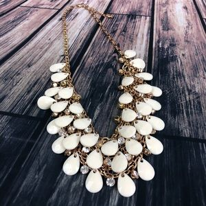 Jewelry - Bib Style Chunky Fashion Necklace